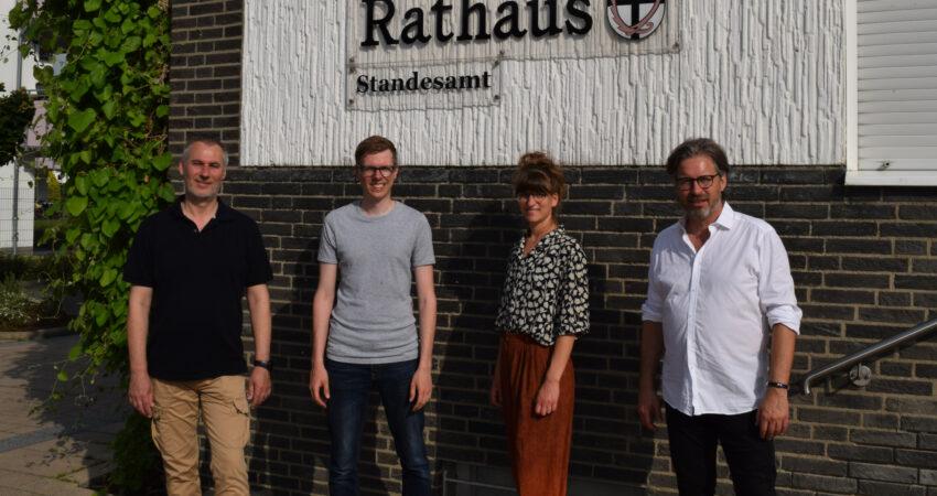 Von Links nach rechts: Ratsherr Günther Westermann mit den Grünen Mitgliedern Clemens John, Viktoria Klink und Stefan Trapp.